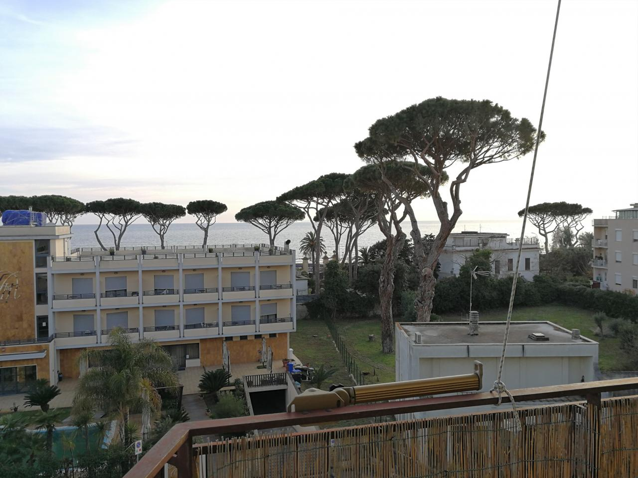 Terracina vendesi appartamento vista mare